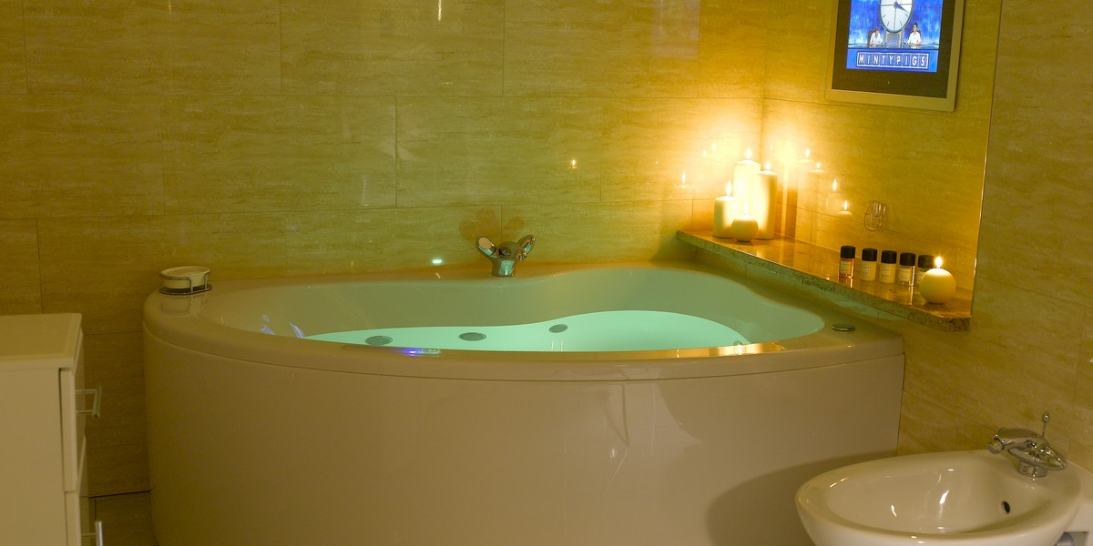 Luxury Suite - Jacuzzi Bath
