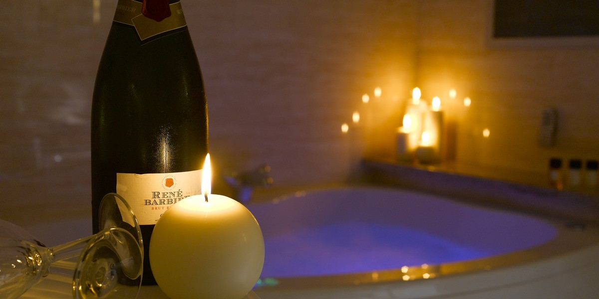Luxury Suite Jacuzzi Bath